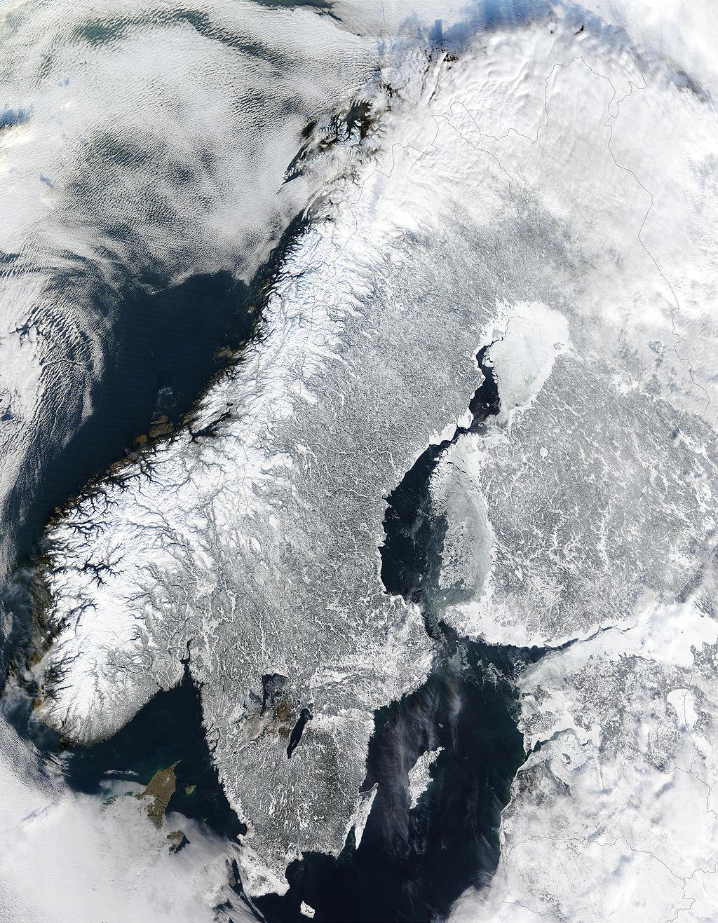 Escandinavia en invierno vista desde el espacio, imagen tomada por el satélite Terra de la NASA