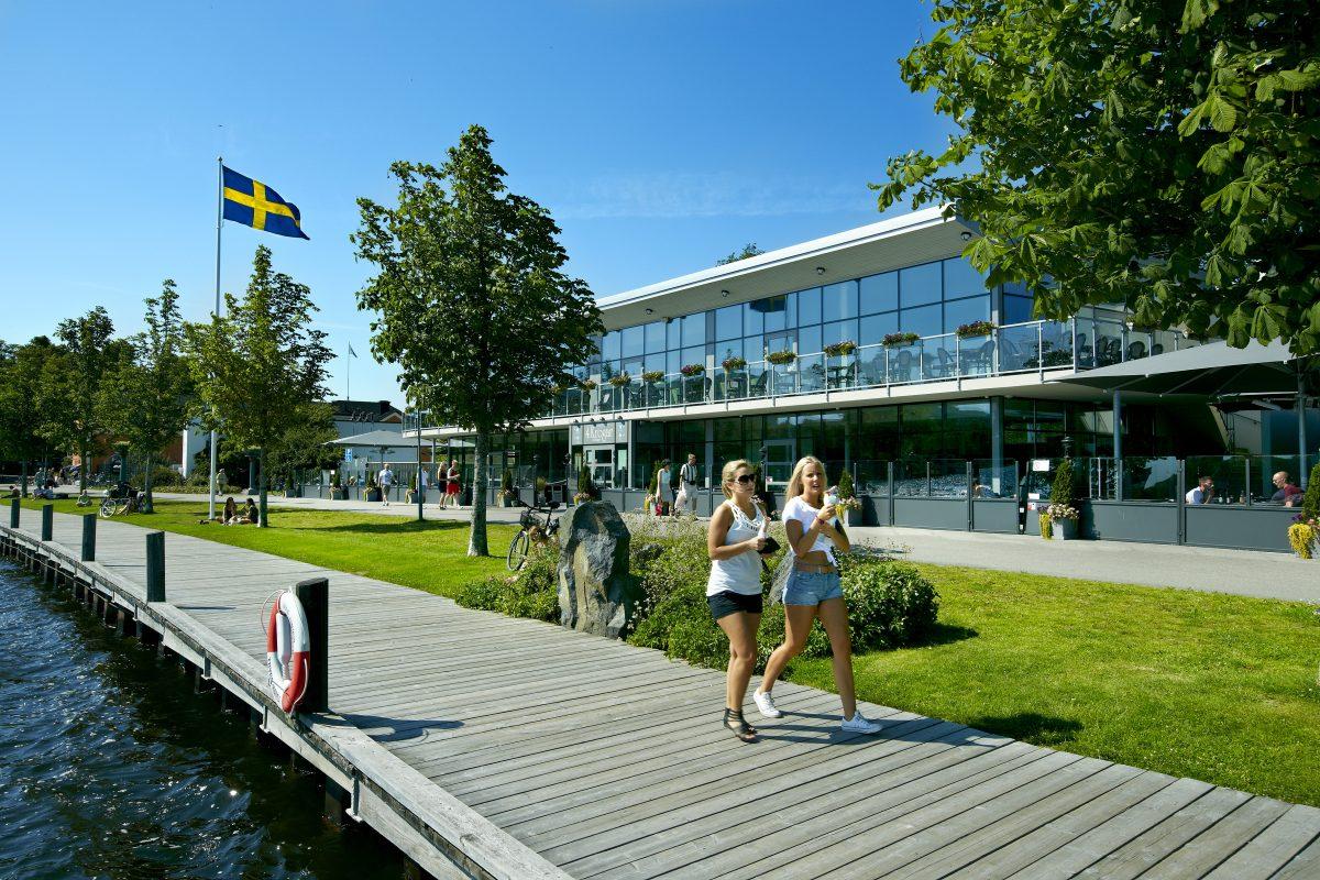 El lago Växjö con su paseo aledaño y 4 restaurantes <br> Foto Mats Samuelsson