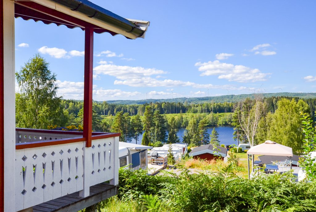 Vistas desde una stuga en el camping Årjäng Sommarvik en Suecia