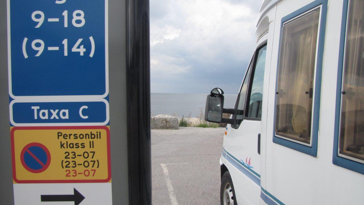 Señales de prohibido aparcar autocaravanas en Suecia <br> Foto: Johan Hellström / Sveriges Radio