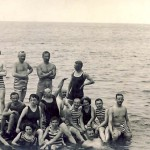 Hombres y mujeres bañandose juntos en Mölle, Suecia en 1910, foto: hotelmolleberg.com
