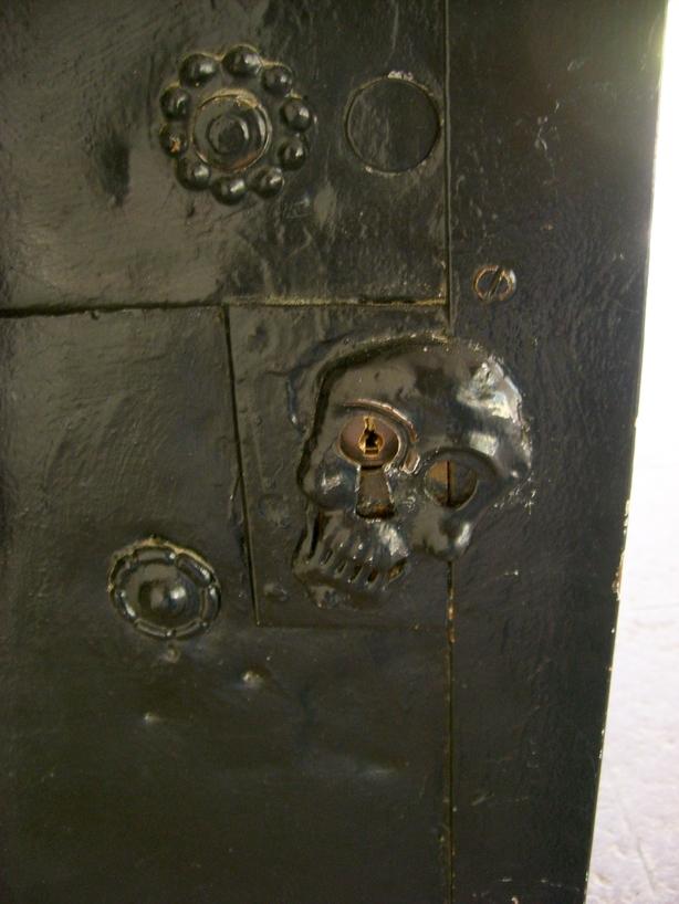 Cerraduras en forma de calavera <br> Foto: Israel Úbeda / sweetsweden.com