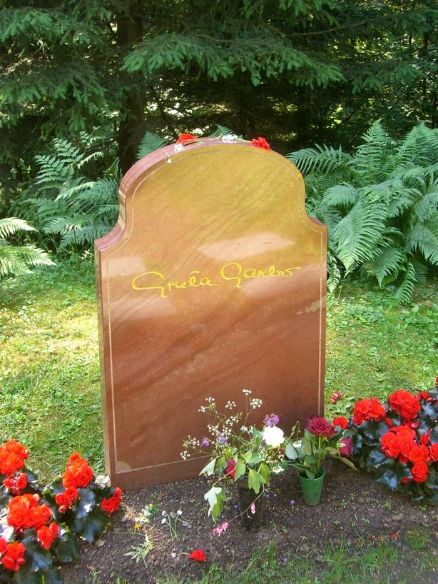 Detalle de la tumba de Greta Garbo <br> Foto: Israel Úbeda / sweetsweden.com