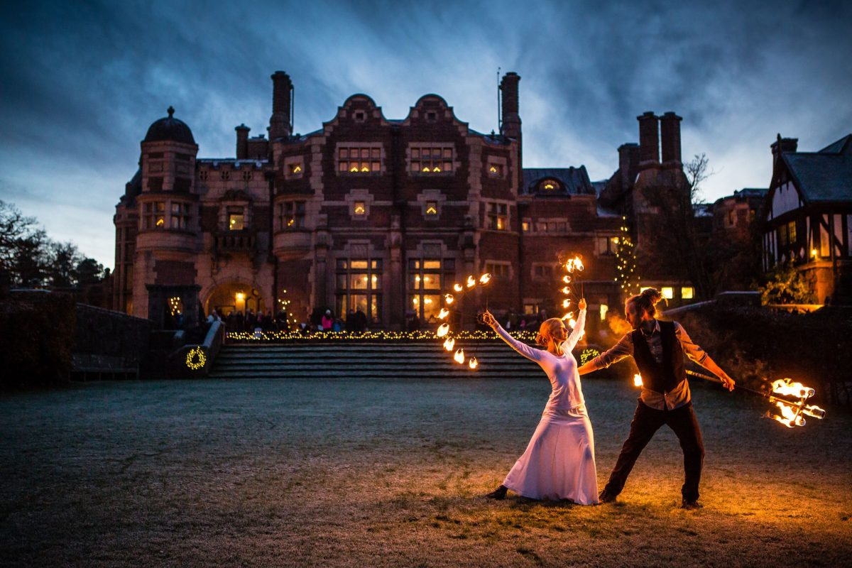 Show de fuego en el castillo de Tjolöholm <br> Foto: Will Rose