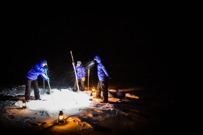 Haciendo un agujero en el hielo - Foto: Ted Logardt / visitskellefteå.se