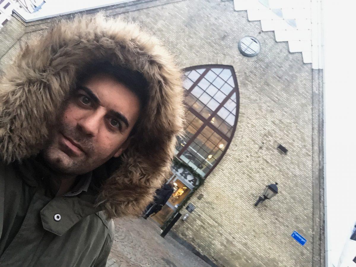 Selfie frente a la Feskekörka en Gotemburgo <br> Foto: Israel Úbeda / sweetsweden.com