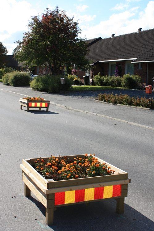 Obstáculos de diseño para aminorar la velocidad en una calle sueca <br> Foto: Israel Úbeda / sweetsweden.com