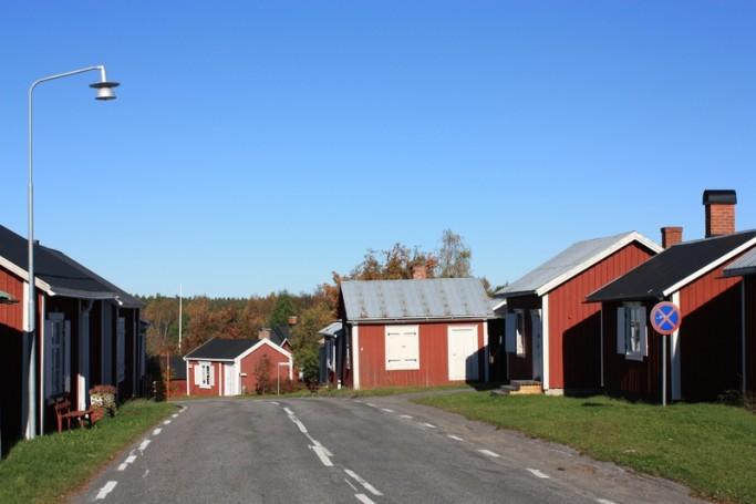 Casas suecas junto a la carretera <br> Foto: Israel Ubeda / sweetsweden.com