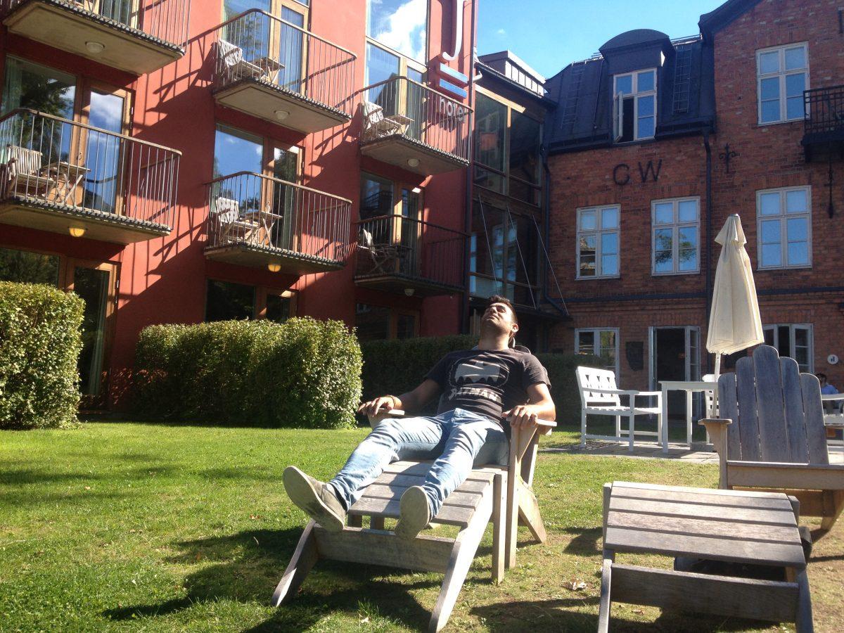 Disfrutando del sol en el Hotel J <br> Foto: Israel Úbeda / sweetsweden.com