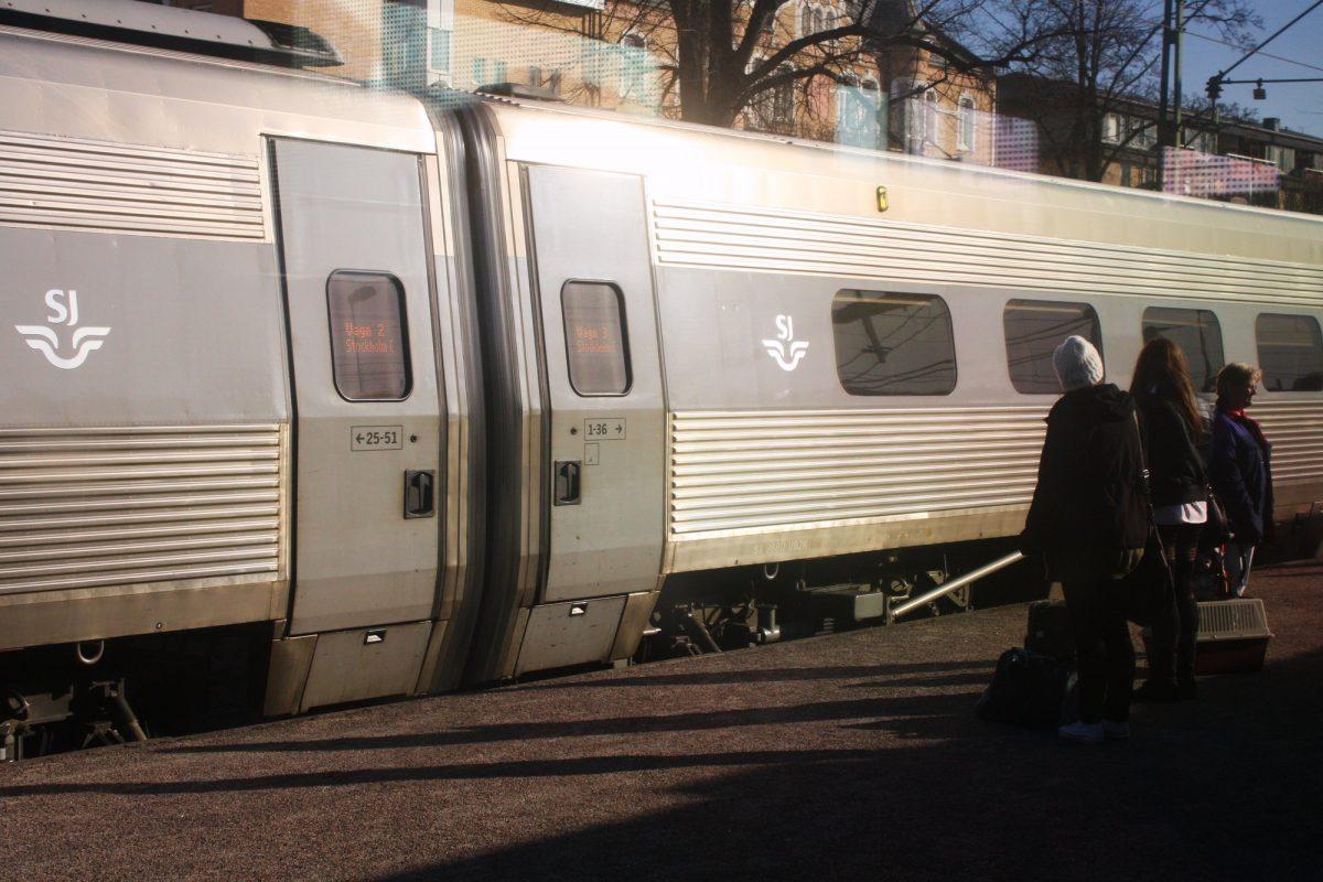 En tren por Suecia <br> Foto: Israel Úbeda / sweetsweden.com