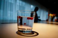 Agua natural con sabor a arándanos rojos en Suecia, foto: Israel Úbeda/sweetsweden.com