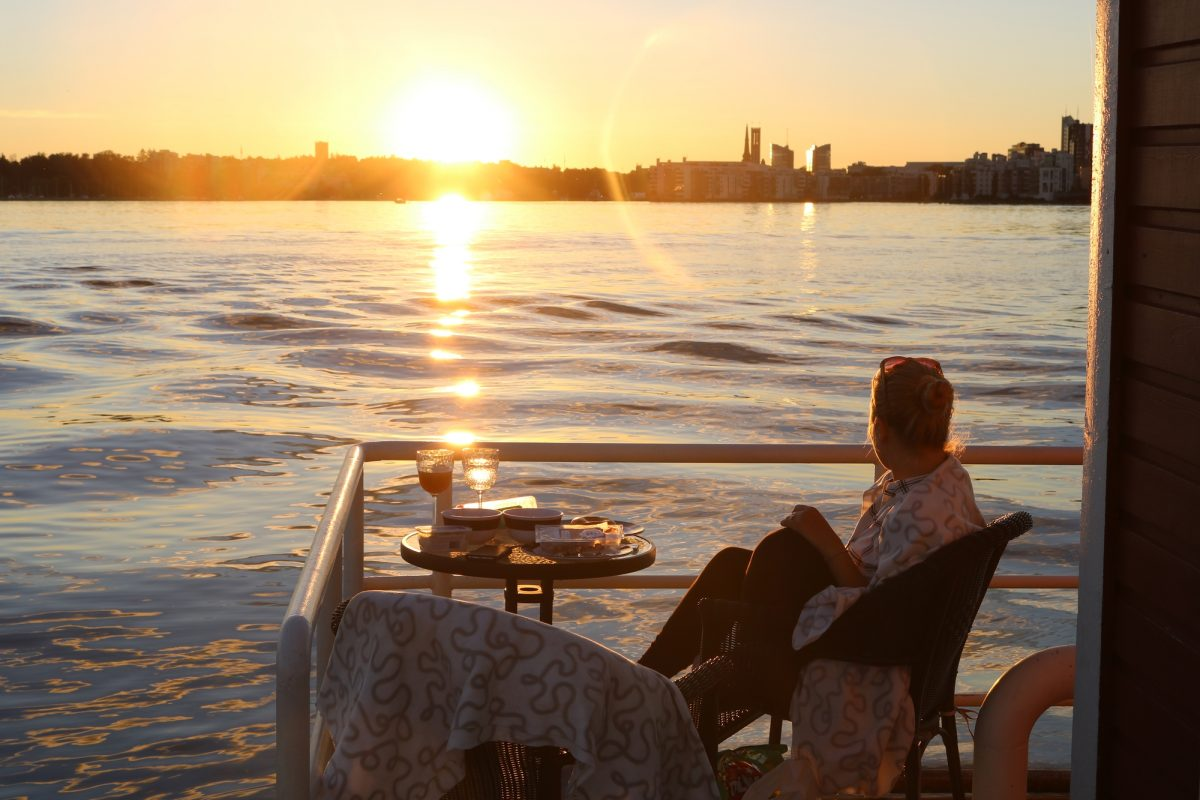 Cena y puesta de sol de ensueño desde el hotel Utter Inn, Västerås <br> Foto: Israel Úbeda / sweetsweden.com