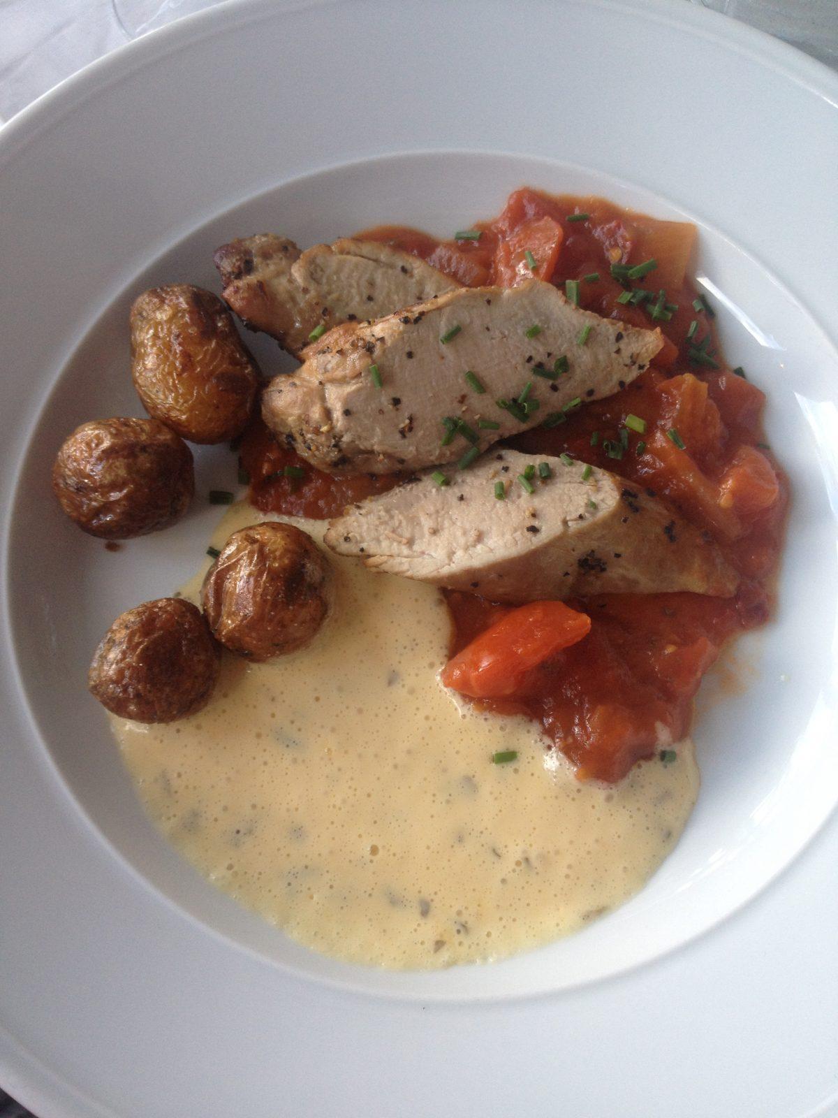 Degustando comida sueca en Fjäderholmarna <br> Foto: Israel Úbeda / sweetsweden.com