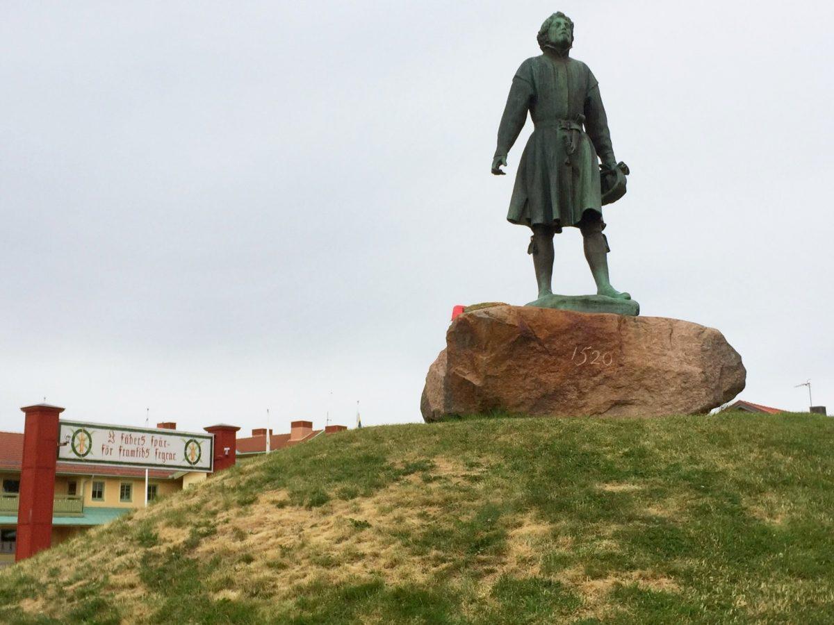 Estatua de Gustav Vasa junto a meta de Vasaloppet en Mora, Dalarna <br> Foto: Israel Úbeda / sweetsweden.com