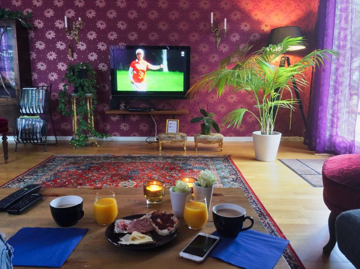 Desayunando en el albergue Vejbystrands vandrarhem Foto: Israel Úbeda / sweetsweden.com