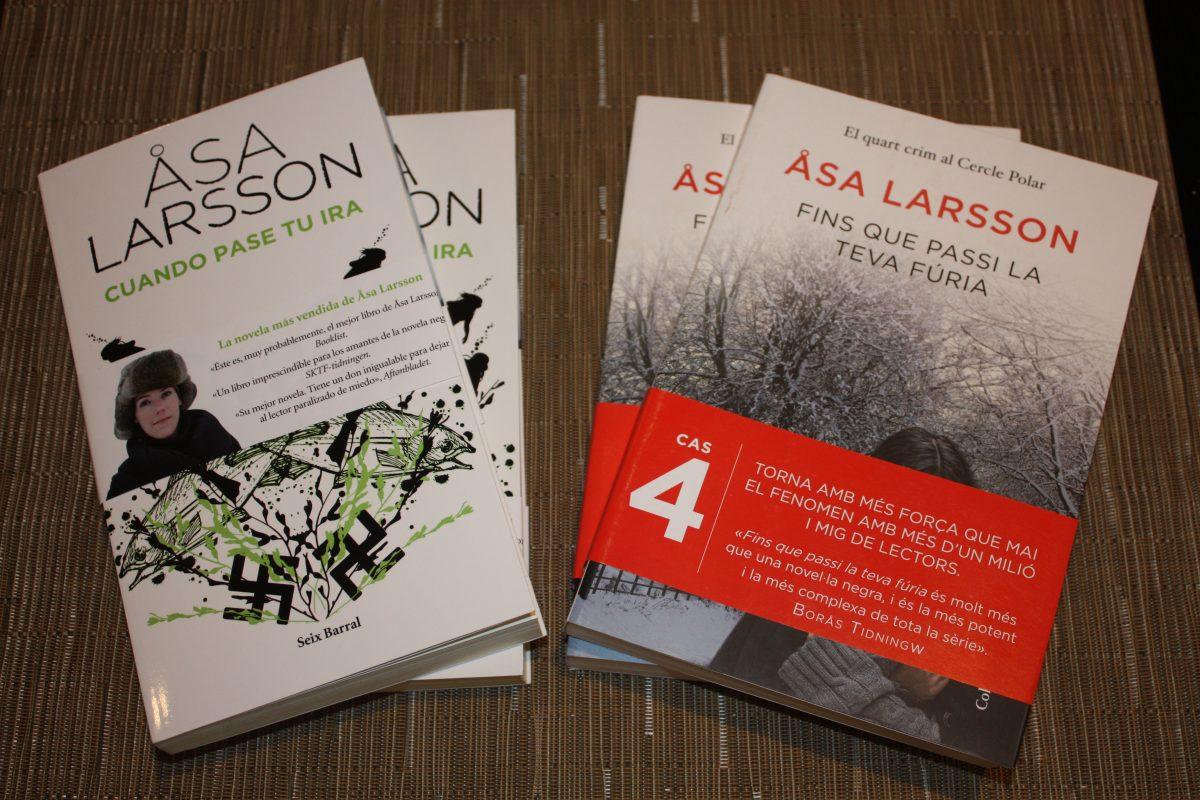 Libros de Åsa Larsson en castellano y catalán <br> Foto: Israel Úbeda / sweetsweden.com