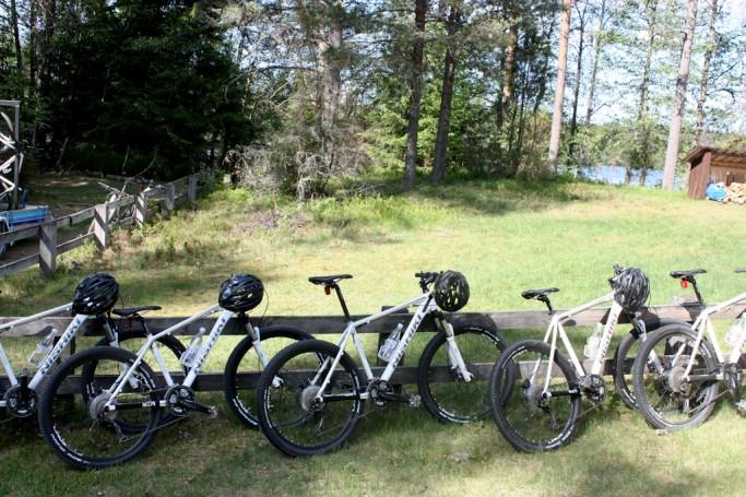 Las bicicletas listas para la excursión por Brattfors, foto: Israel Úbeda