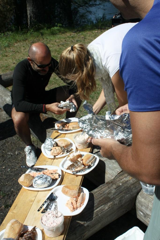 Listos para comer en Brattfors, Värmland, Suecia; foto: Israel Úbeda