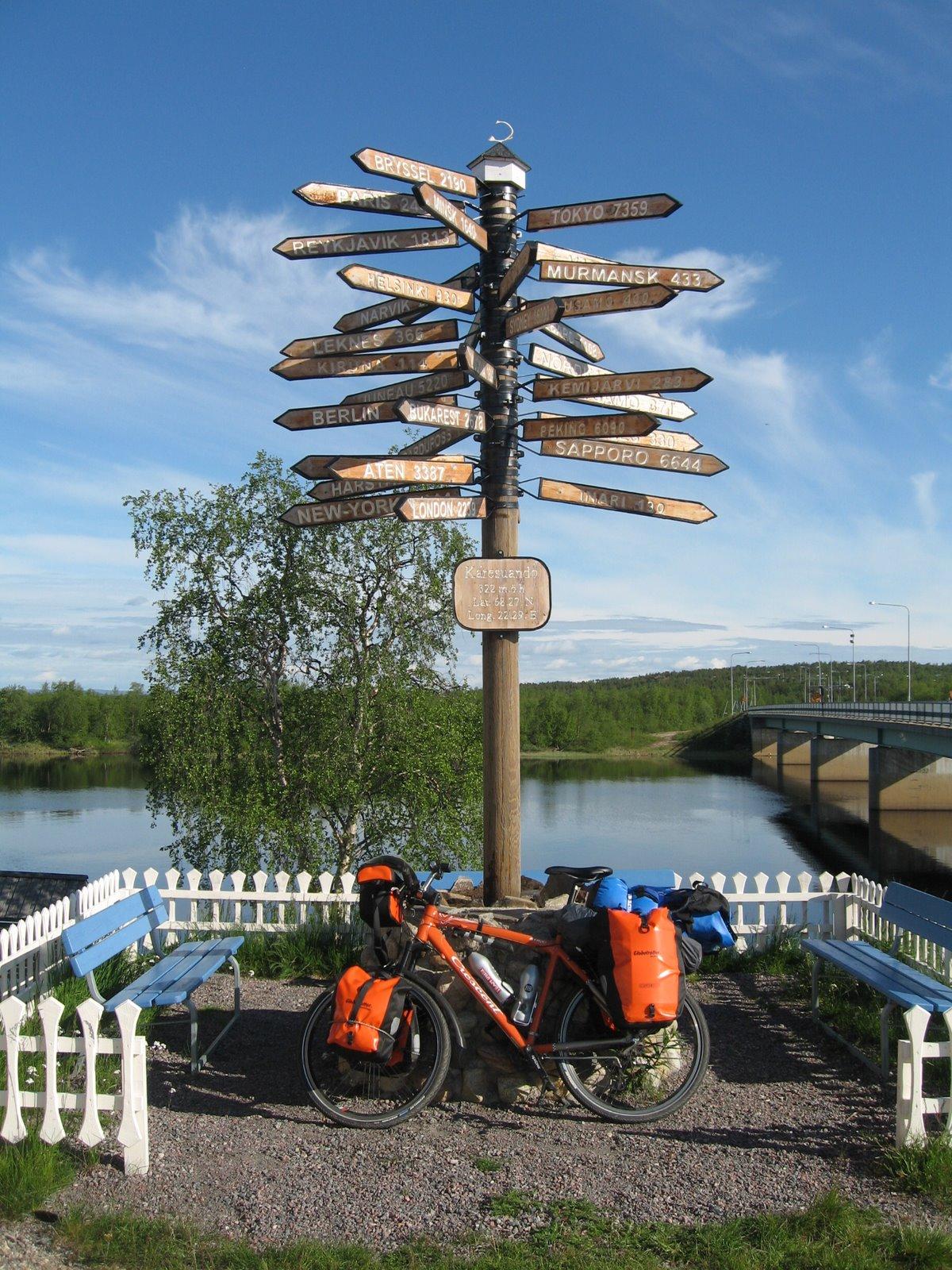 Joel Thorbjörnsson en Karesuando cruzando Suecia en bici