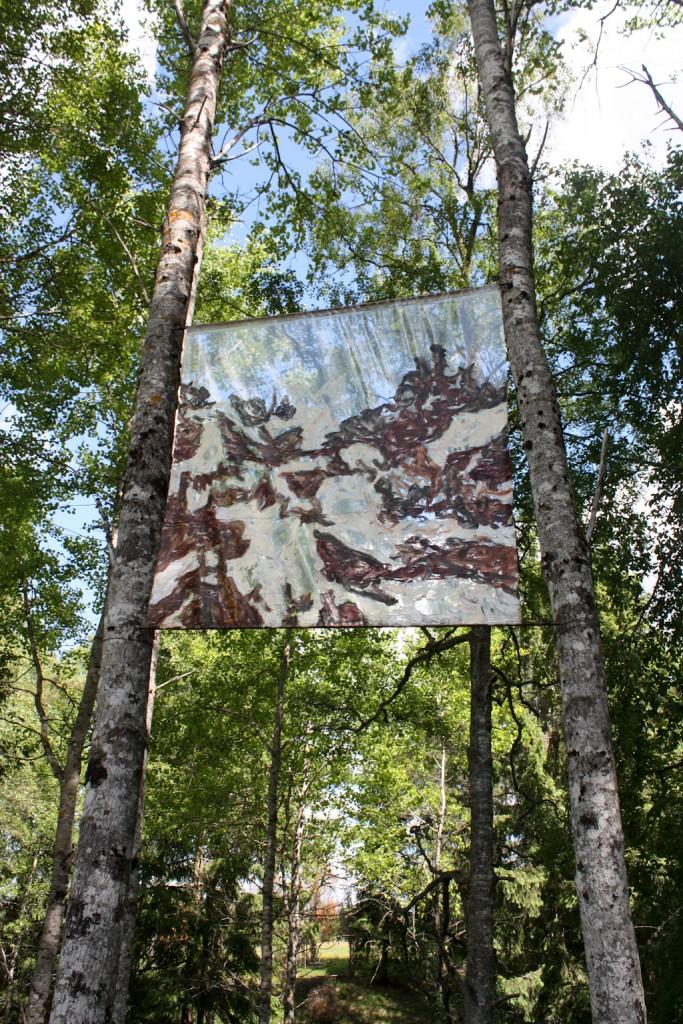 Arte en el bosque, exposición en un sendero en Gunillaberg, foto: Israel Úbeda