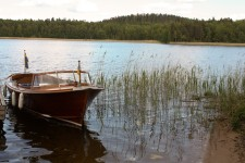 La barca en la que nos desplazaríamos por el lago Bunn en Småland. Suecia - foto: Israel Úbeda