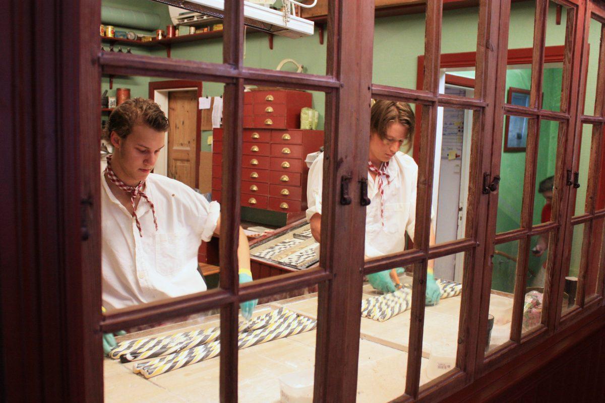 Elaboración artesanal de caramelos suecos de Polkapojkarna en Gränna <br> Foto: Israel Ubeda / sweetsweden.com