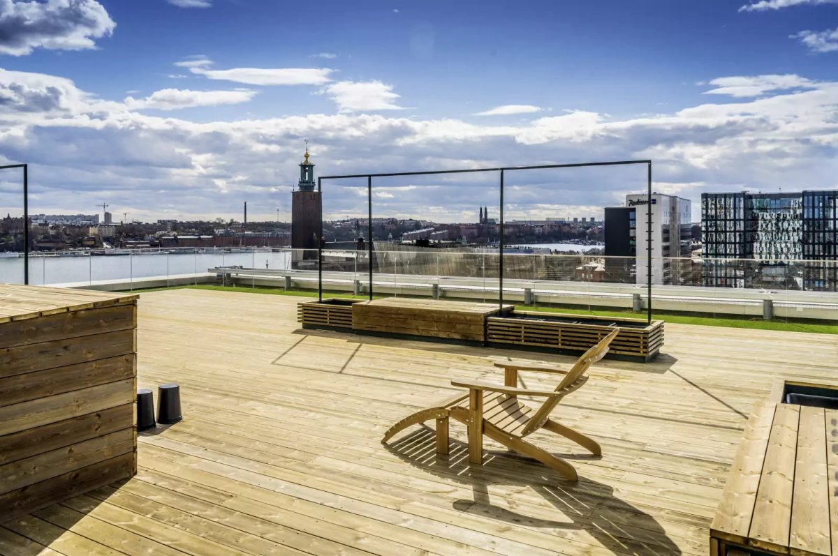 Sun deck at Capital Scandic Continental's rooftop bar
