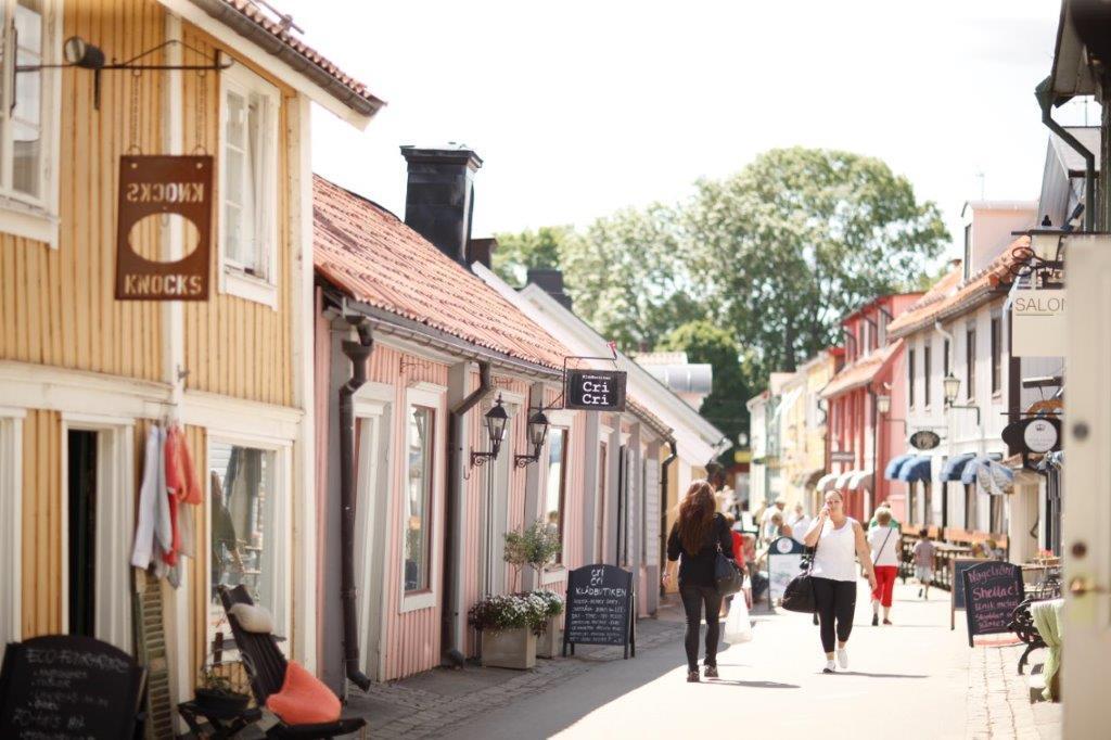 Stora gatan, la calle peatonal más antigua de Suecia en Sigtuna <br> Foto: Linus Hallgren
