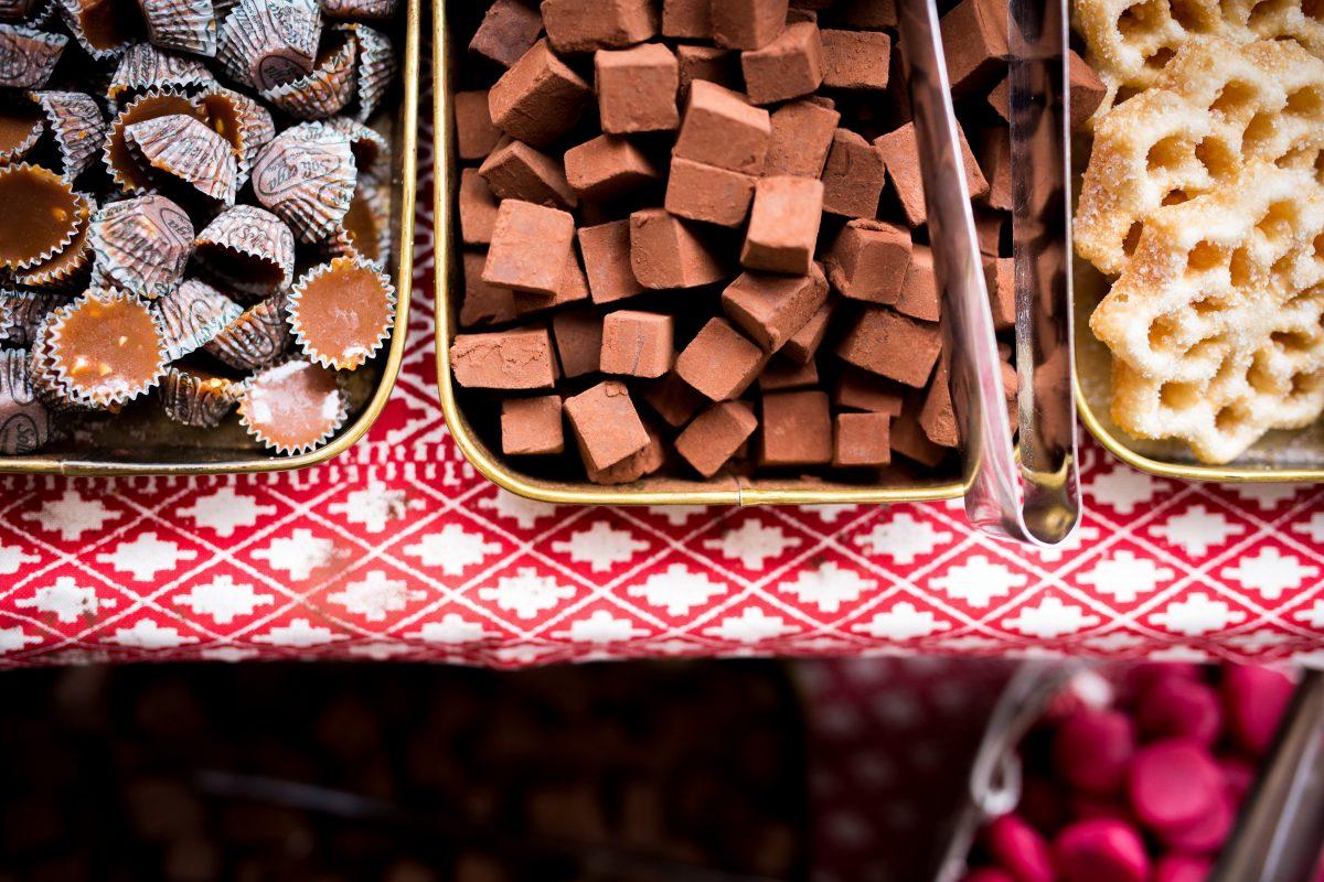 Bufé de postres a bordo del crucero de Navidad <br> Foto: stromma.se