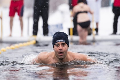 Winter Swim, nadando en aguas heladas en Laponia sueca - Foto: Ted Logart / visitskellefteå.se