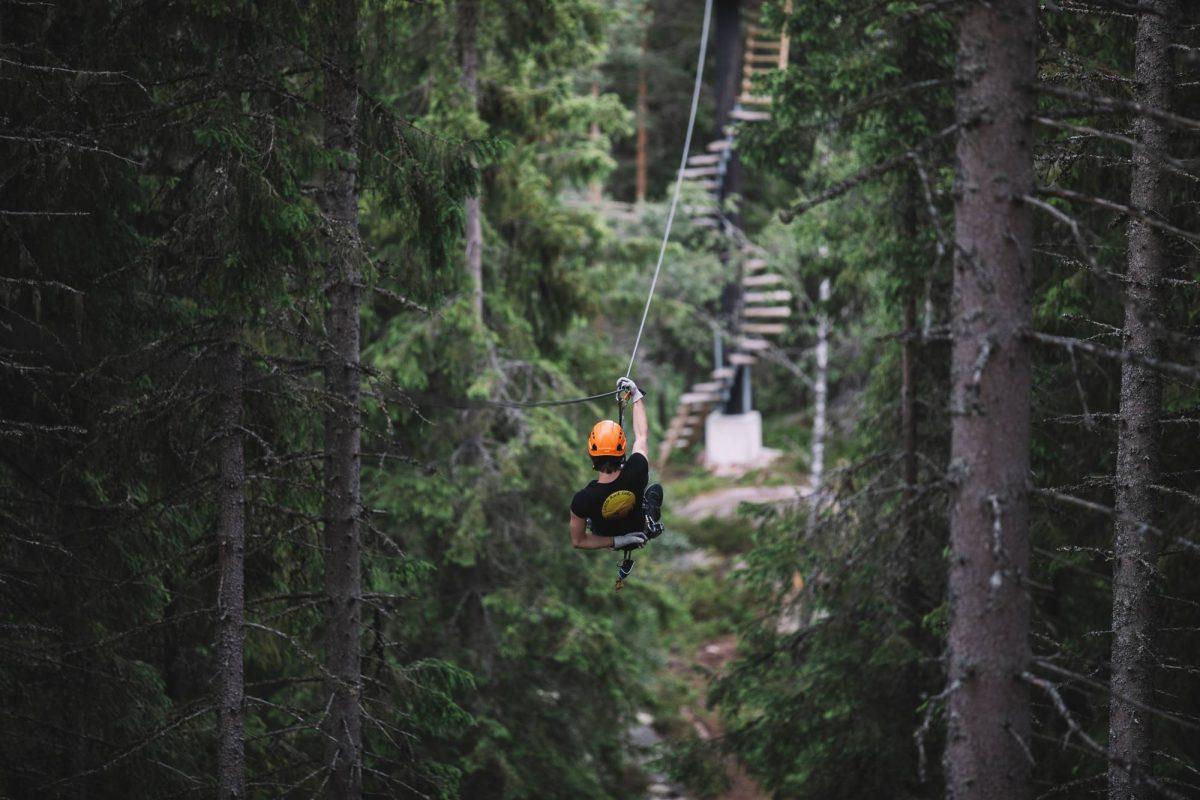 La tirolina más larga de Europa está en Tirolina en Småland, Suecia <br> Foto: Alexander Hall / imagebank.sweden.se