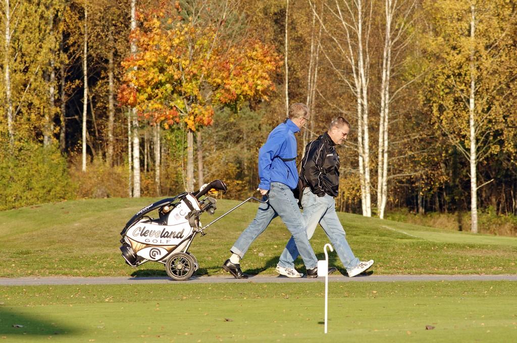 Jugando al golf en Småland <br> Foto: smalandsbilder.se