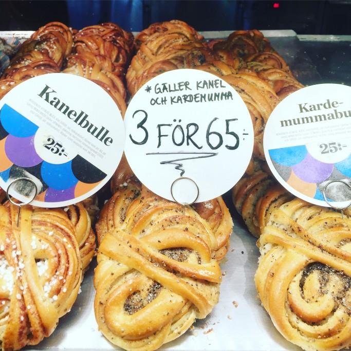 Bollitos suecos de canela (kanelbullar) y de cardamomo (kardamummabullar) - Foto: Israel Úbeda / sweetsweden.com