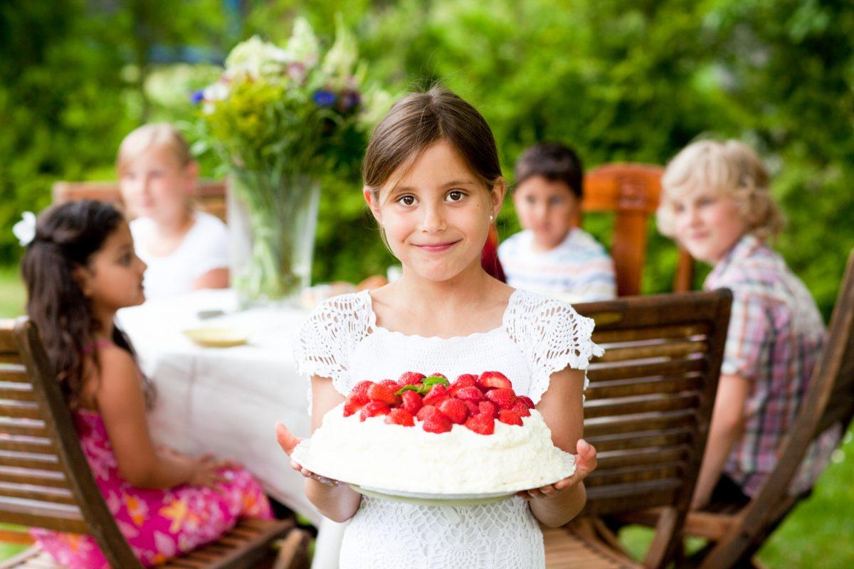 Torta de fresas de midsommar <br> Foto: Lena Granefeldt / imagebank.sweden.se