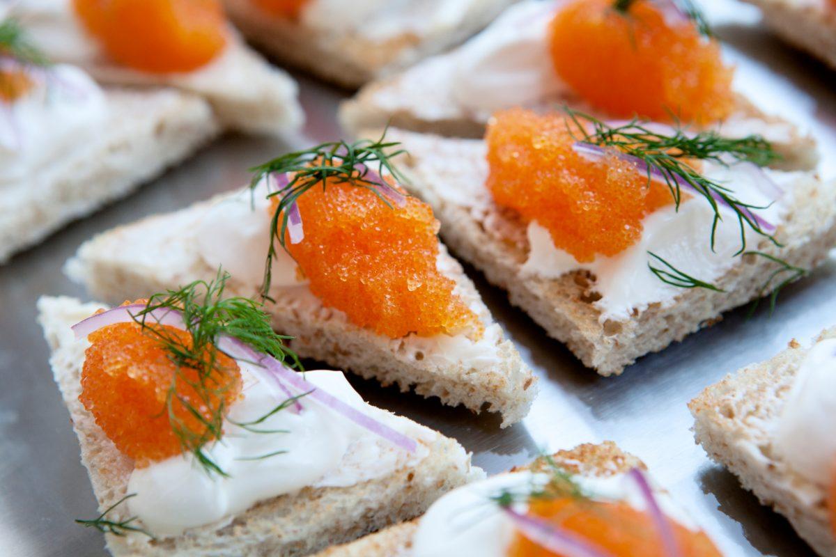 Toast Skagen con caviar de Kalix <br> Foto: Magnus Skoglöf / imagebank.sweden.se