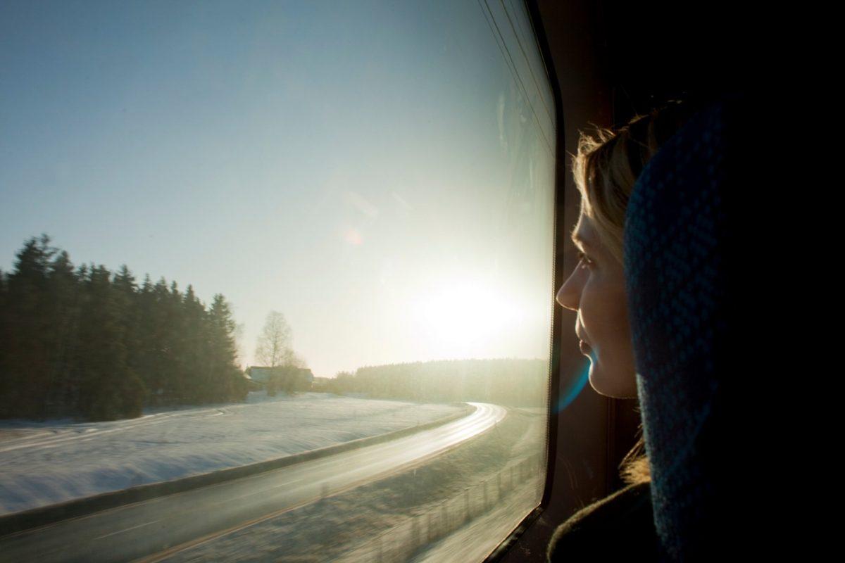 En tren por Suecia <br> Foto: Melker Dahlstrand / imagebank.sweden.se