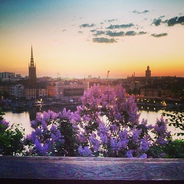 Amanecer a las 3:15 en junio desde monteliusvägen en Estocolmo <br> Foto: Israel Úbeda / sweetsweden.com