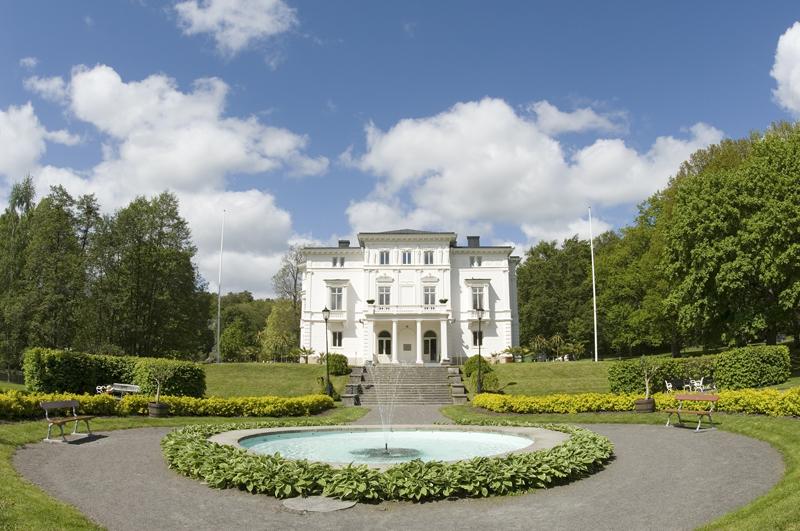 El castillo de Nolhaga en verano <br> Foto: lindelov.eu