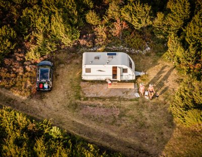 Regeln für das Reisen und Übernachten mit Wohnwagen und Wohnmobil in Schweden