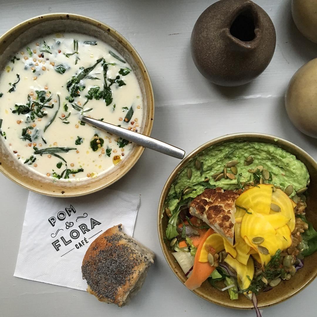 Desayunos contundentes y creativos en Pom Och Flora en Estocolmo <br> Foto: @pomochflora / instagram