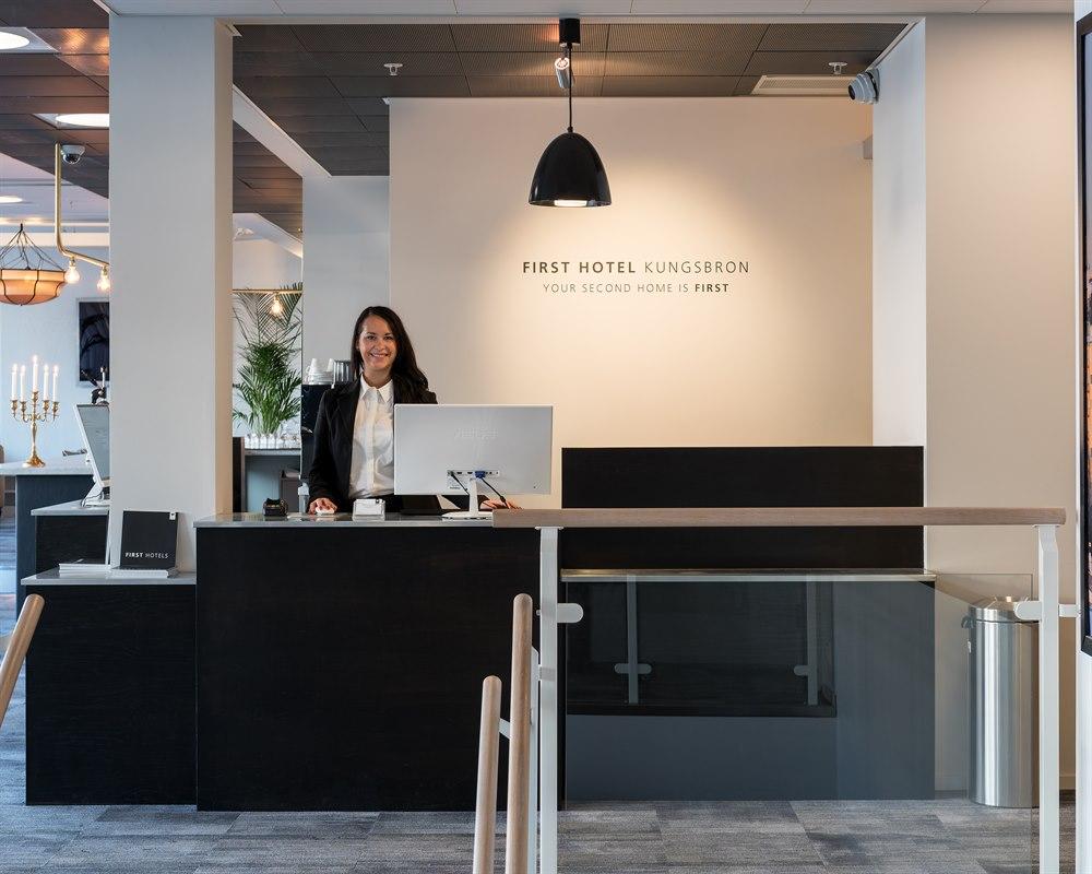 Recepción del First hotel Kungsbron en Estocolmo