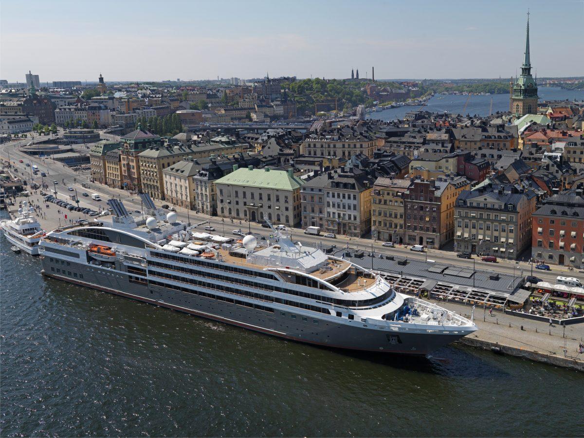 Crucero en el muelle de Skeppsbron en Gamla Stan <br> Foto: Per-Erik Adamsson / mediabank.visitstockholm.com