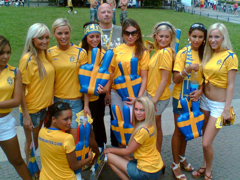 Seguidoras suecas posando para una fotografía