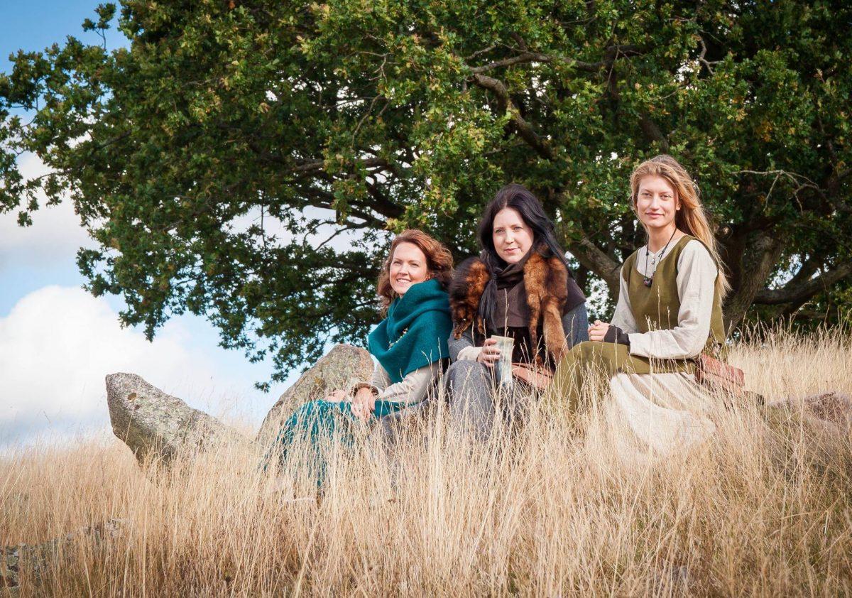 Mujeres vikingas en Gudahagen <br> Foto: gudahagen.se