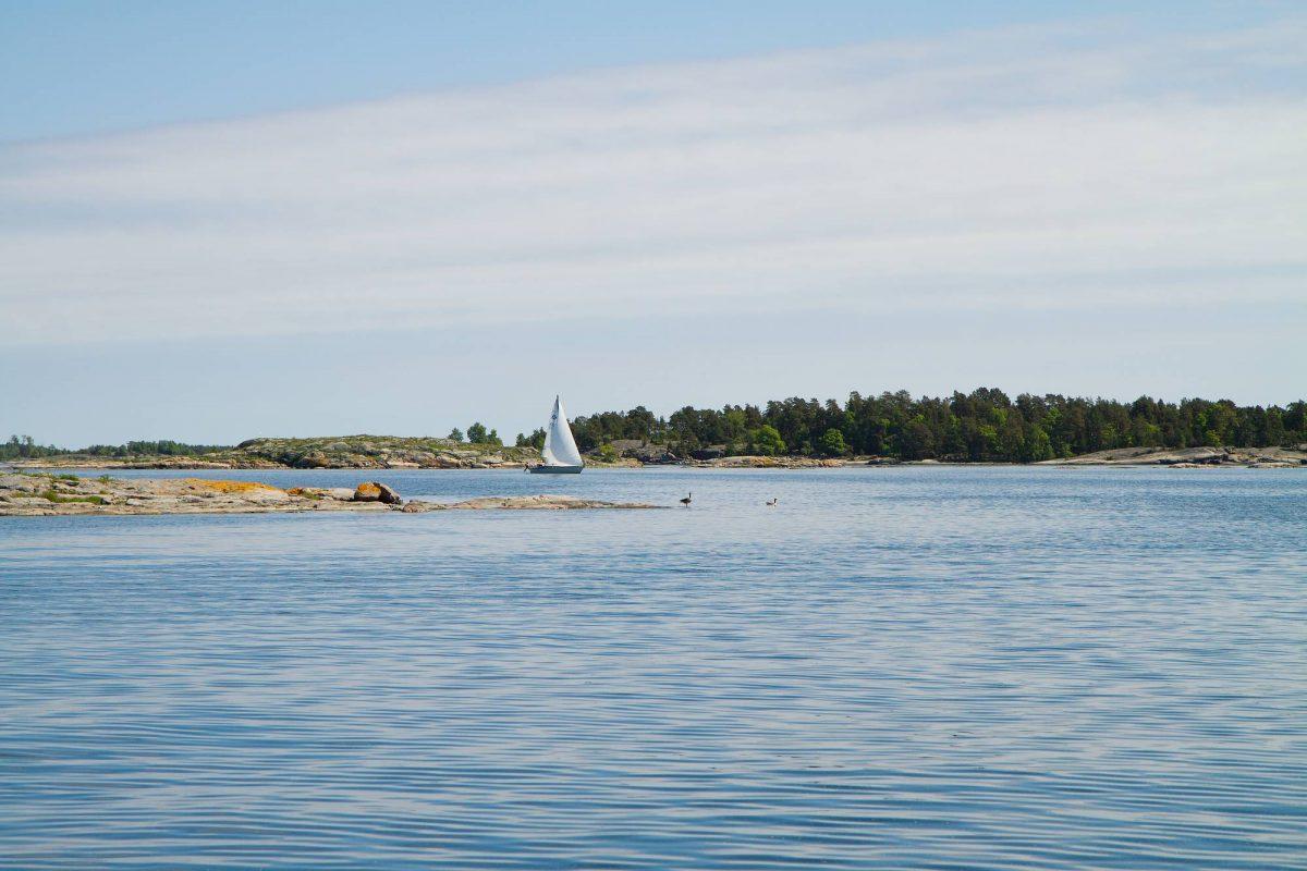 Velero en la región de Östergötland, Suecia <br> Foto: Annika Björklund, Studio Piqtura