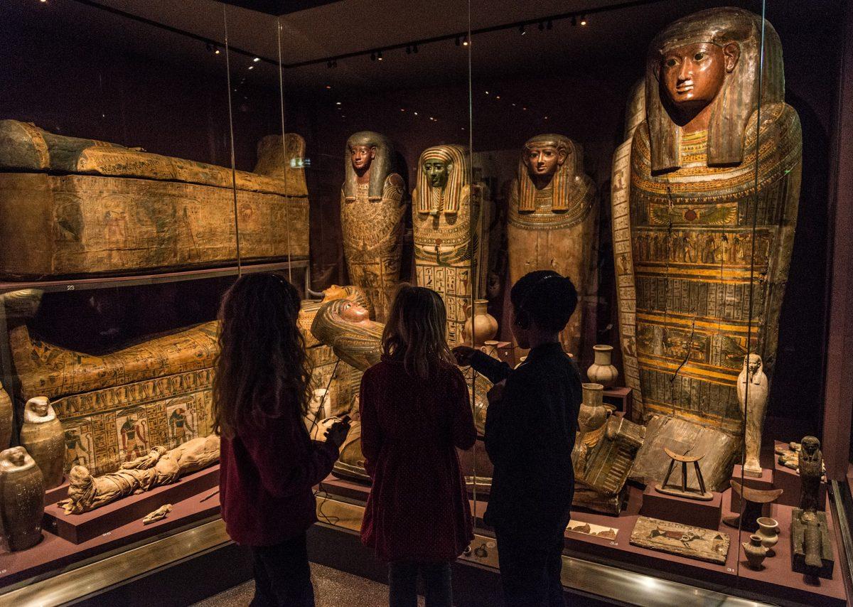 Escolares visitando la exposición sobre Egipto en el Museo del Mediterráneo de Estocolmo <br> Foto: M;edelhavsmuseet / facebook
