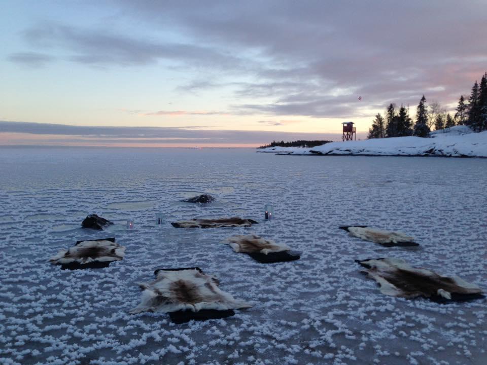 Yoga en el hielo en Suecia <br> Foto: Active North / facebook