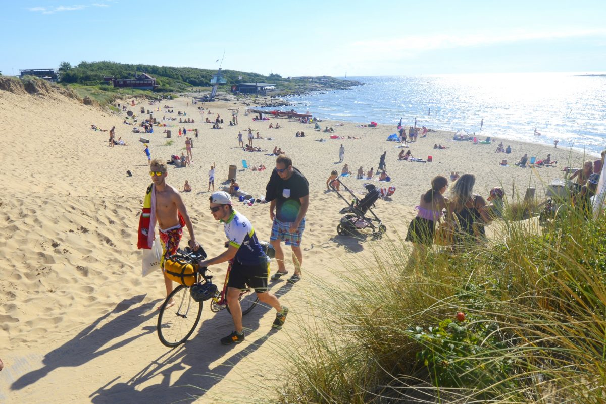 Sandy beaches to go for a swim while cycling the Kattegatleden route in Sweden <br /> Photo: Adde / Region Halland
