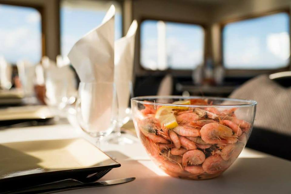 Shrimp tasting onboard. Cruises depart from Sigtuna <br /> Photo: Rederi Mälarstaden / facebook