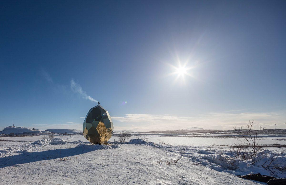 La sauna Solar Egg en pleno invierno en Kiruna <br> Foto: Jean-Baptiste Béranger